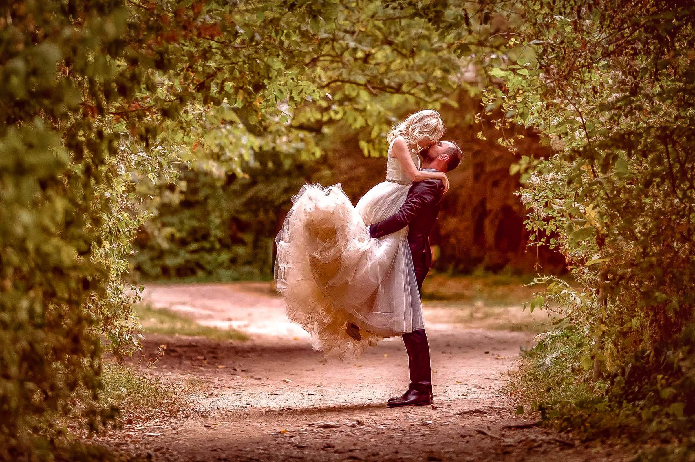 Ești în căutarea unui fotograf de nuntă?